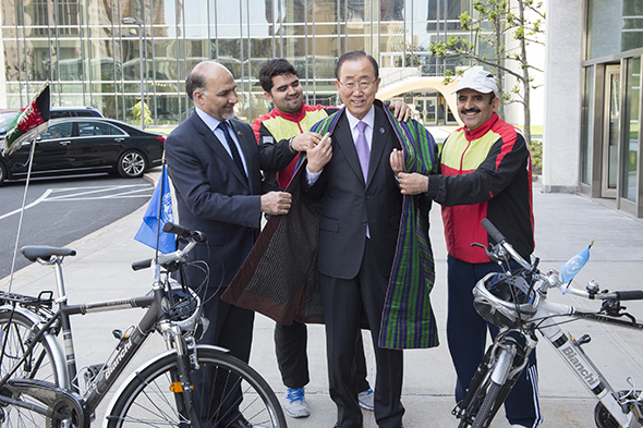 Secretary-General Ban Ki-moon meets with H.E. Ambassador Mahmoud Saikal and Two Afghan cyclists, Mr. Nader Shah Nangarhari and Mr. Firoz Khan, are a father and son team, who started their biking tour around the world in July 2015. Calling their mission a journey of peace and solidarity, they have cycled from Istanbul and across Europe.  They put an Afghan Chapan on the Secretary-General